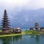 bali-lake-bratan-temple