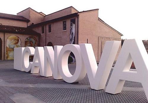 Mostra del Canova a Forlì. Allestimento esterno