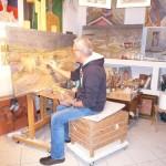 Carlo Ravaioli nel suo atelier