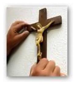 mani dal crocifisso