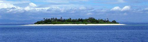640px-Island_near_Fiji
